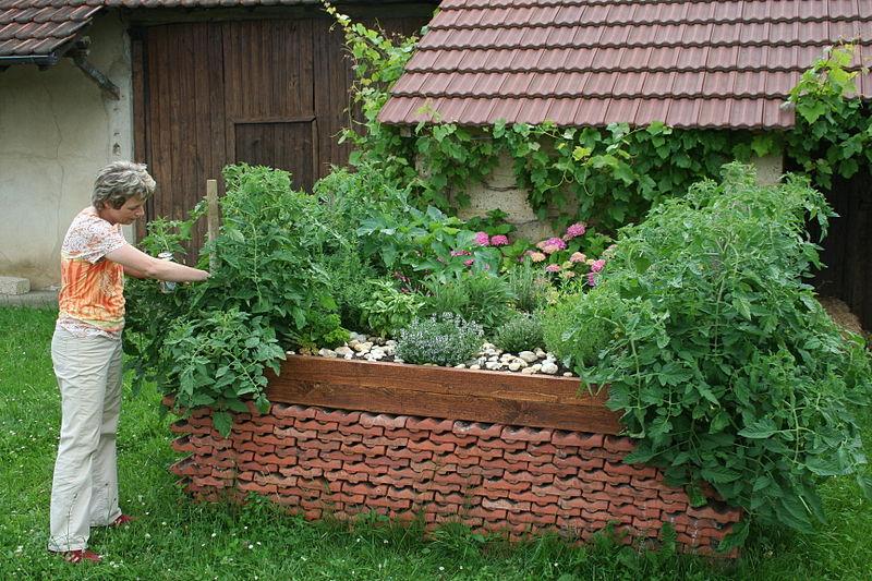 Hochbeet anlegen g rtnern mit h gelbeet zum autark leben krisenvorsorge - Steingarten anlegen aufbau ...